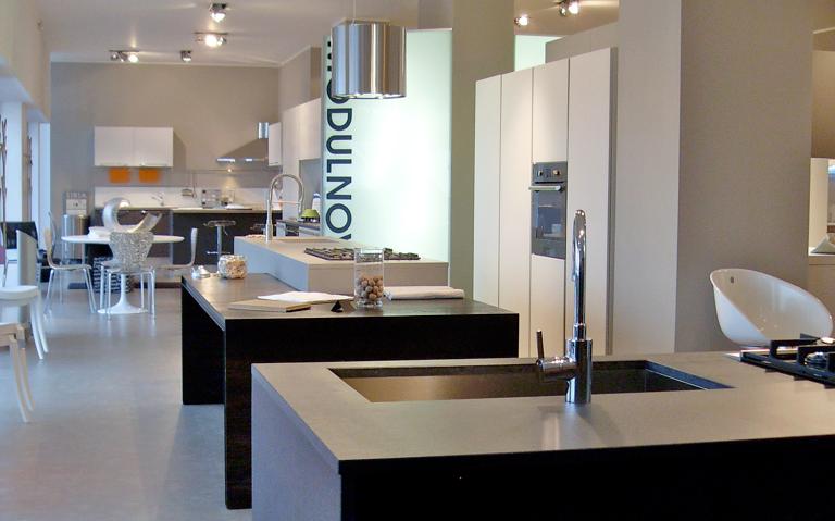 Showroom cucine milano cucine moderne con isola e for Cucine moderne con penisola
